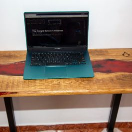 Laptop resin table