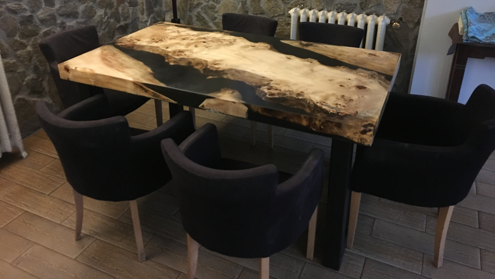 Resin-dining-table